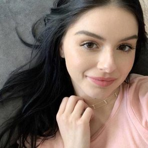 Ariel Winter sexy selfie