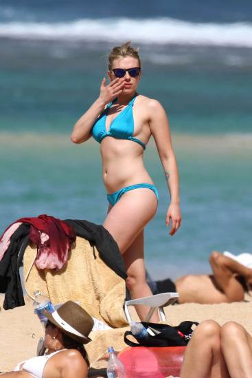 Nude beach johansson scarlett Scarlett Johansson