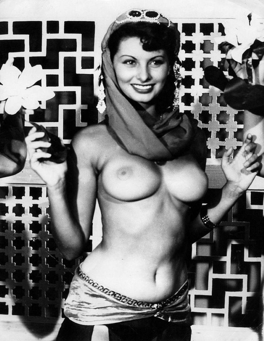 Nude outdoors sophia loren from this