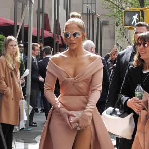Jennifer Lopez Nude Pics and Naked Sex Videos 51