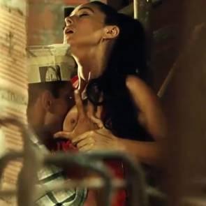 04-Monica-Bellucci-tits