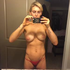 Charlotte Flair Nude Photos Leaked Online !
