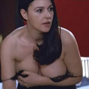 Monica Bellucci Nude Busty Boobs In Combien Tu Maimes Movie