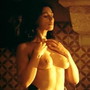 Monica Bellucci Nude Boobs Washing Malena Movie