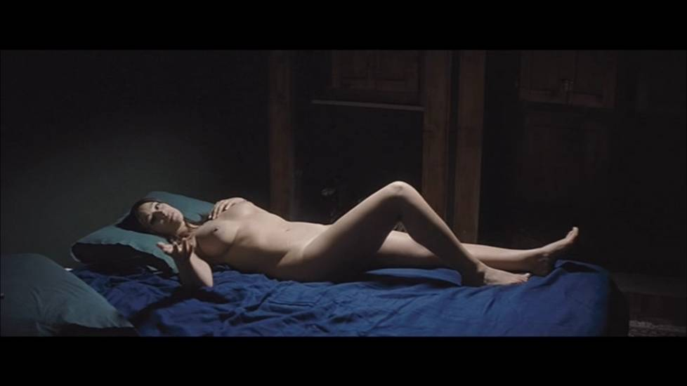 Monica Bellucc Nude Scene In Un Ete Brulant Movie