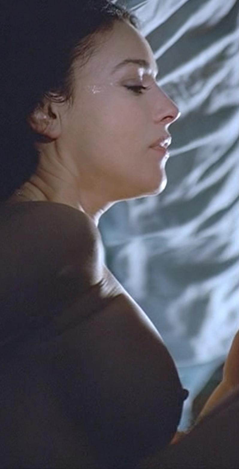 Monica bellucci boobs combien tu maimes scandalplanetcom - 4 9
