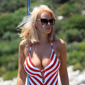 01-Rhian-Sugden-bikini