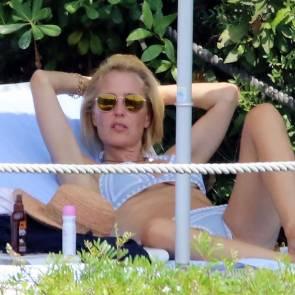 02-Gillian-Anderson-bikini
