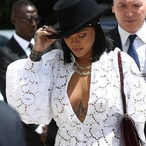 02-Rihanna-Sexy