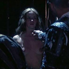 02-emily-blunt-nude