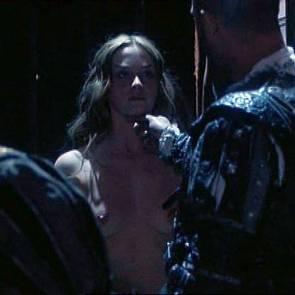 03-emily-blunt-nude