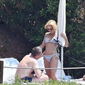 04-Gillian-Anderson-bikini