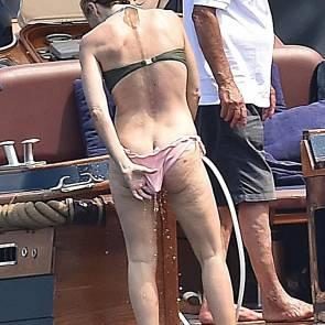 04-Gillian-Anderson-tits