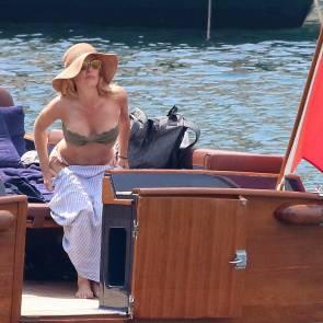 06-Gillian-Anderson-tits