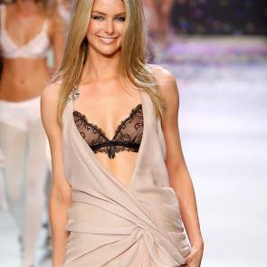 06-Jennifer-Hawkins-lingerie