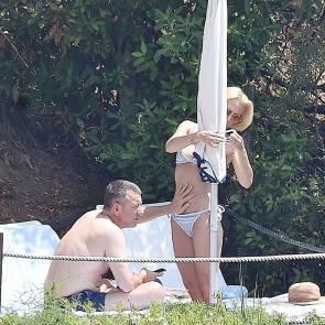 07-Gillian-Anderson-bikini