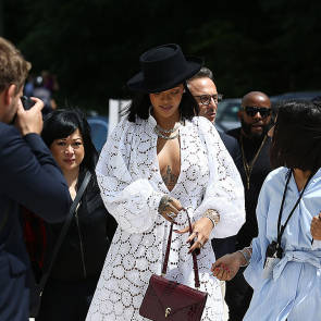 07-Rihanna-Sexy
