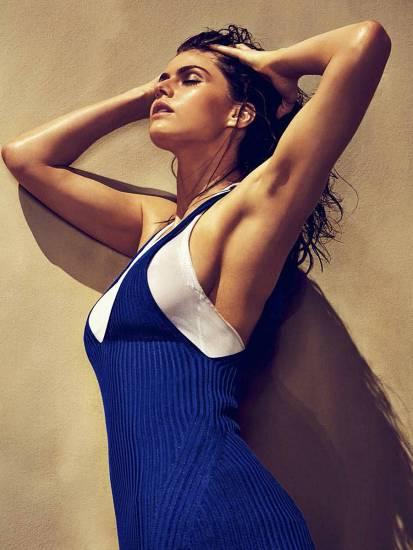 Alexandra Daddario NUDE Pics and Topless Sex Scenes 102