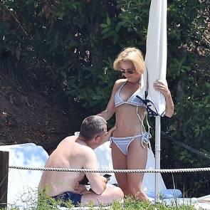 08-Gillian-Anderson-bikini