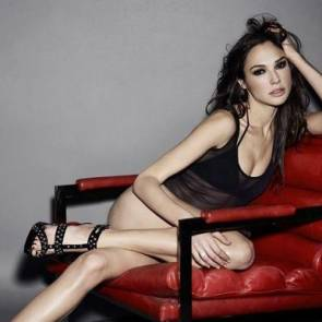 Gal Gadot hot on the chair
