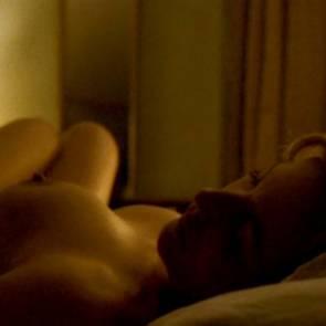 09-Gillian-Anderson-tits