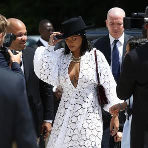 09-Rihanna-Sexy