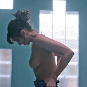 Alison Brie Nude Boobs And Butt In GLOW Series