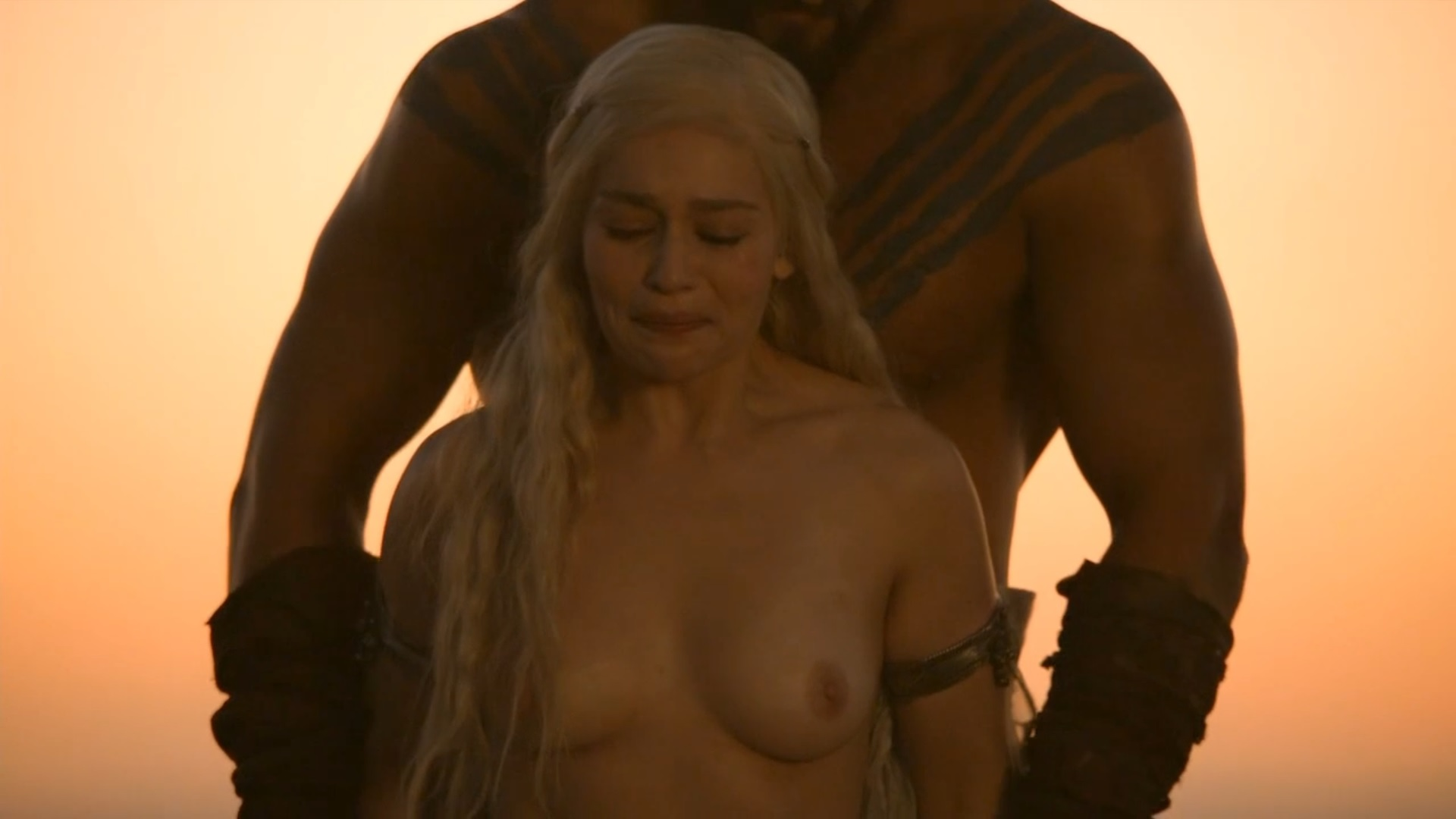 Emilia Clarke Nude Boobs And Nipple In Game Of Thrones -5483