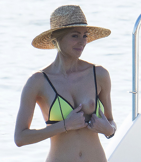 jennifer hawkins nude tits on the beach scandal planet