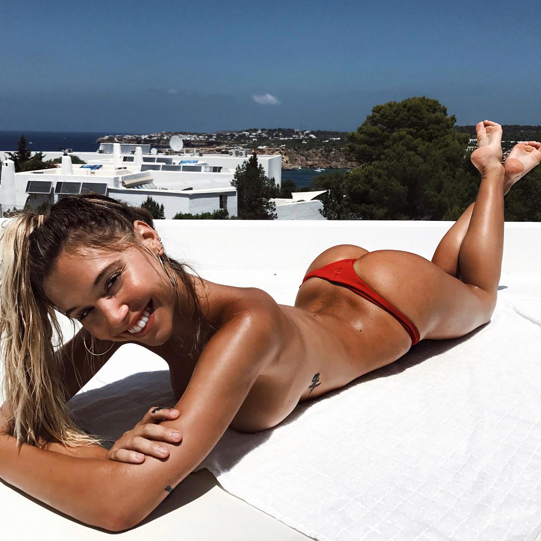 Topless Alexis Ren nude photos 2019