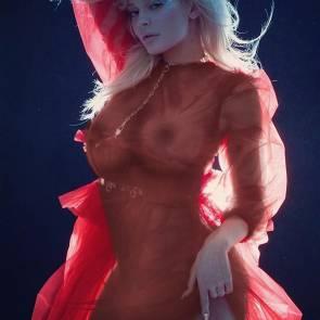 03-Kylie-Jenner-Selfie