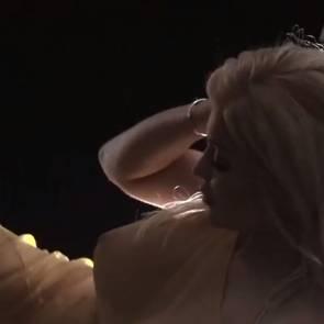 05-Kylie-Jenner-Selfie