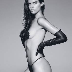 11-Sara-Sampaio-Topless