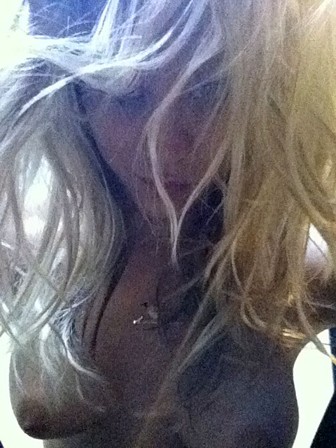 Kaley cuoco private nude selfie leaked scandal planet