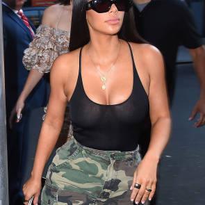 02-Kim-Kardashian-Braless