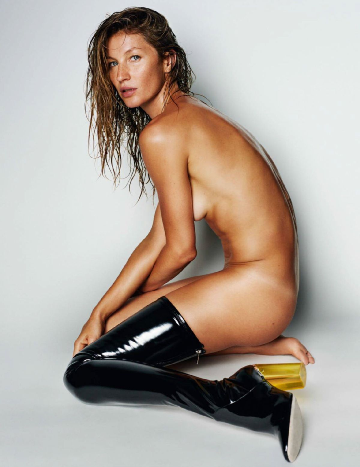 Question gisele bundchen showing her pussy