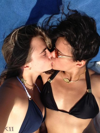Cara Delevingne lesbian kiss