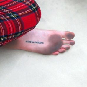 Cara Delevingne dirty feet