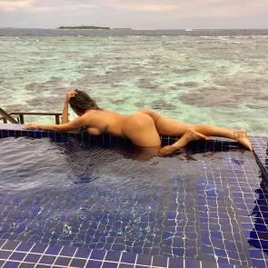 01-Liziane-Gutierrez-Naked