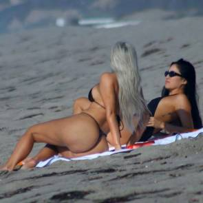 02-Kim-Kardashian-Sexy-Black-Bikini