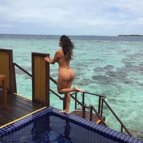 04-Liziane-Gutierrez-Naked