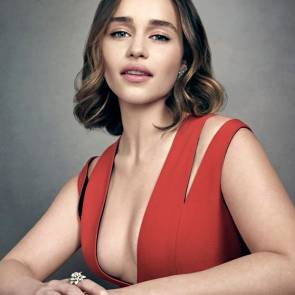 06-Emilia-Clarke-Platinum-Blonde-Dark-Hair-Sexy
