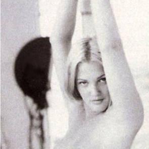 07-Drew-Barrymore-Nude