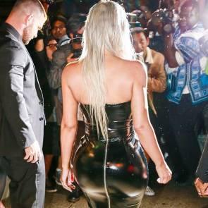 07-Kim-Kardashian-Sexy