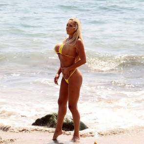 07-Mary-Carey-Sexy-Bikini