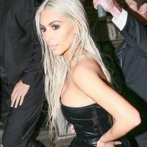 08-Kim-Kardashian-Sexy