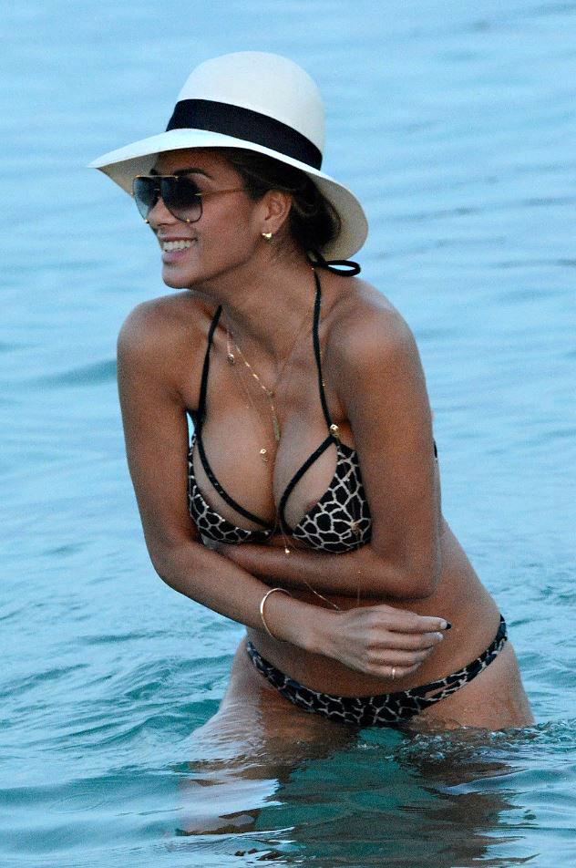 Care for nicole scherzinger boob slip gooodnesssssss wanna slap