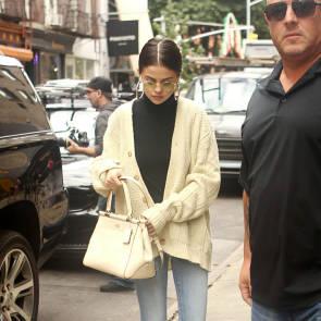 09-Selena-Gomez-Sexy-Pokies