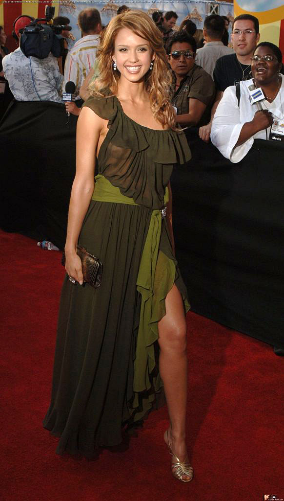 Jessica Alba Passionately Kisses Pierce Brosnan for Movie