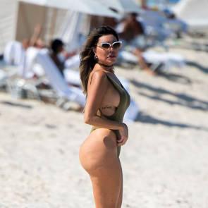 14-Liziane-Gutierrez-Sexy-Bikini
